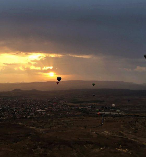 Cappadocia giro in mongolfiera tra le valli della Turchia